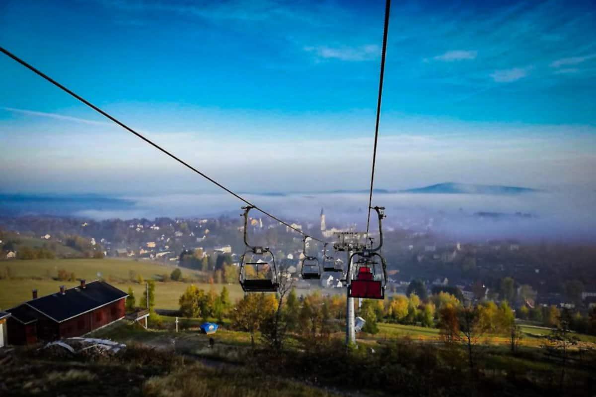 Adlerfelsenbahn mit Blick über Eibenstock im Nebel ©WR