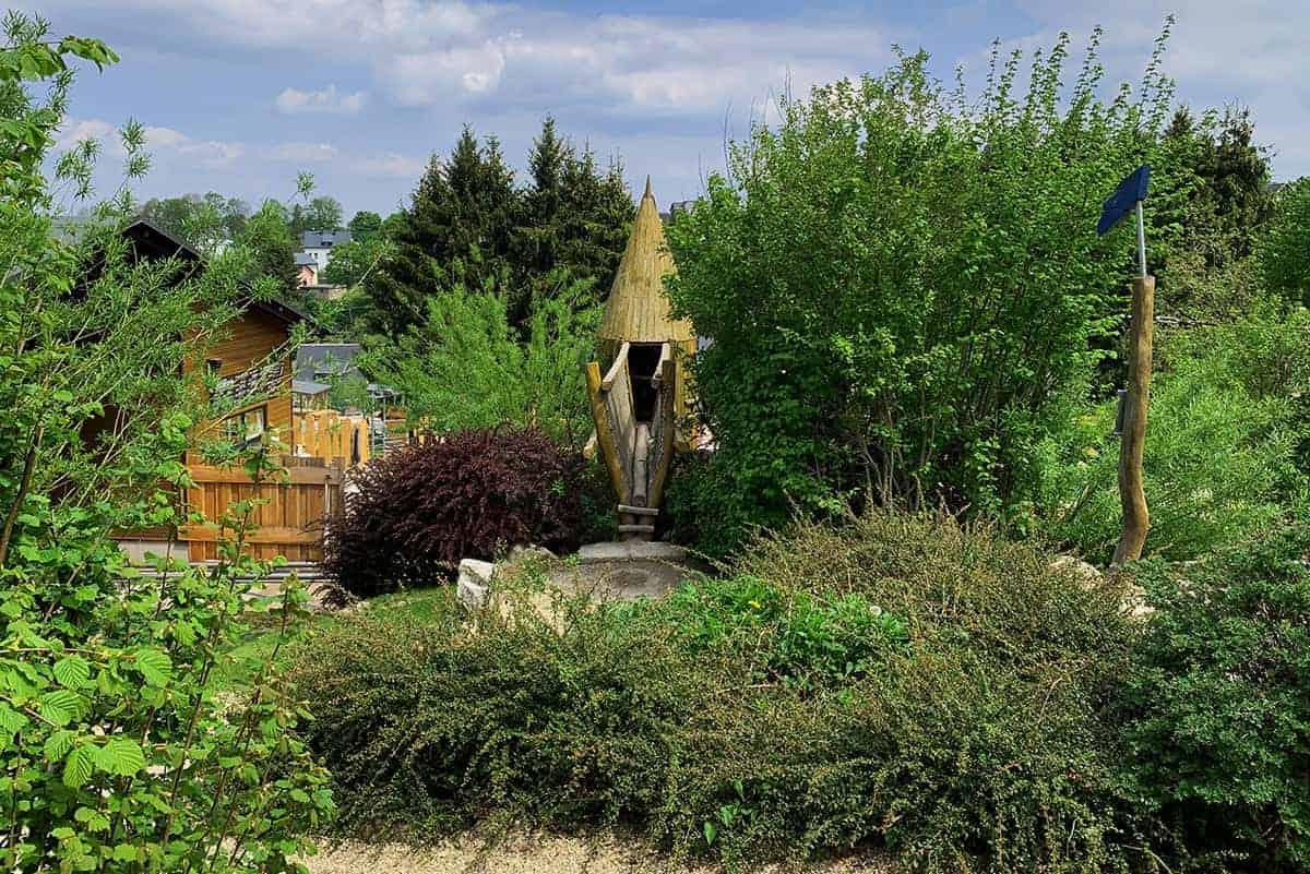 Zugang zum Abenteuerspielplatz in Wurzelrudis Erlebniswelt zu Eibenstock ©WR