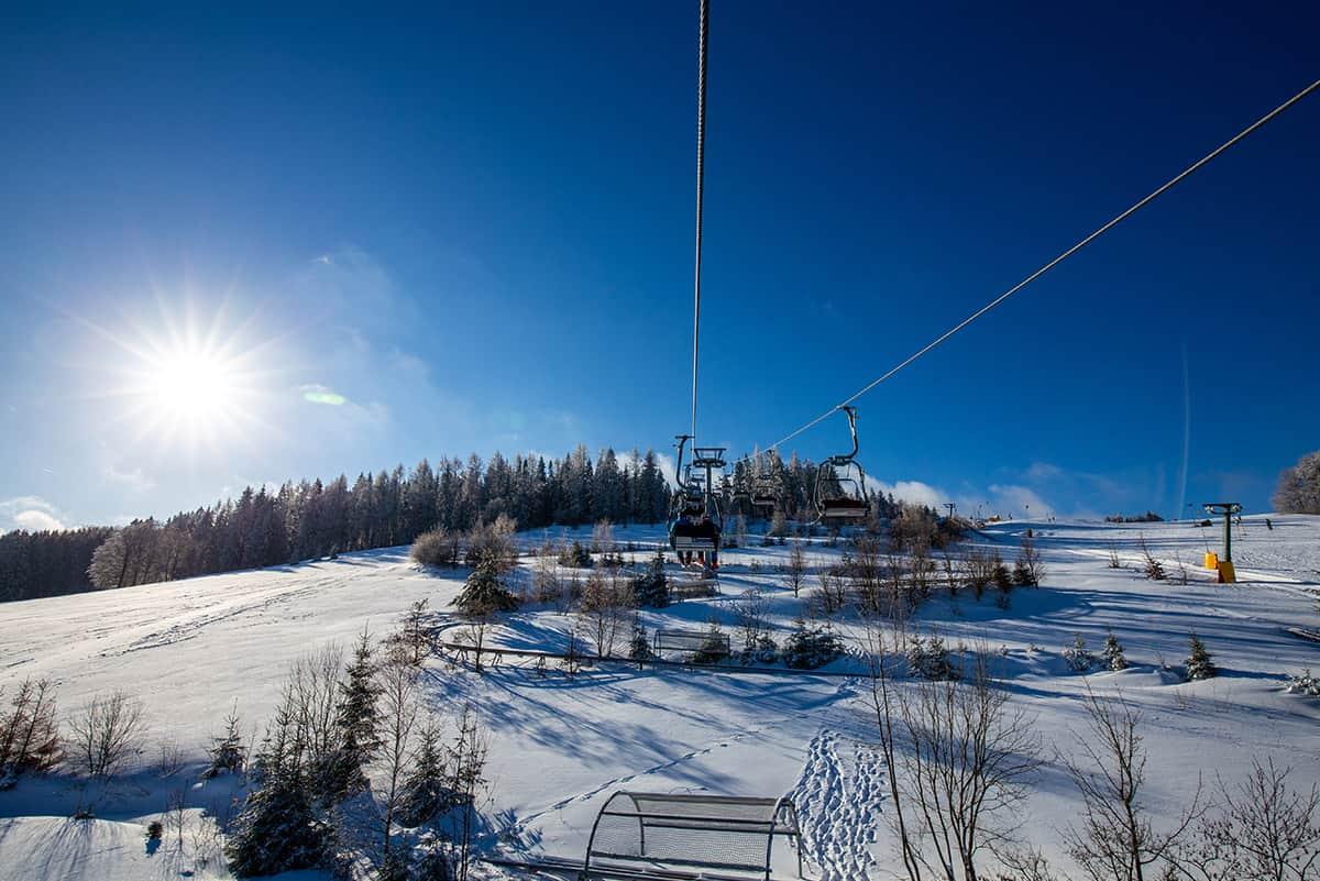 Bergauffahrt mit der Adlerfelsenbahn in der Skiarena Eibenstock ©WR