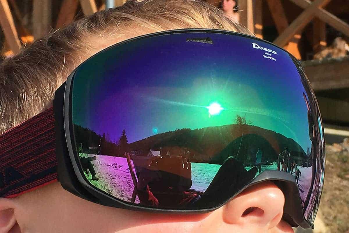 Sonnenreflexionen in einer Skibrille in der Skiarena Eibenstock ©WR
